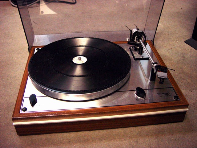 platine vinyle occasion thorens. Black Bedroom Furniture Sets. Home Design Ideas